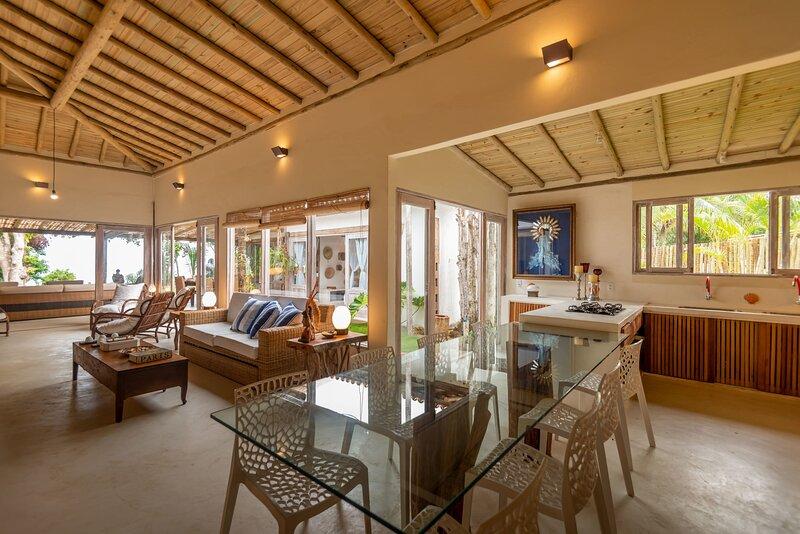 Casa espetacular,  de frente para o mar, na Praia do Espelho, holiday rental in Praia do Espelho