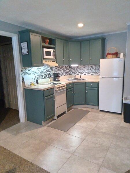 Cabin 1 Killington / Rutland Clean, Comfortable 1 Bedroom Cabin, holiday rental in Rutland