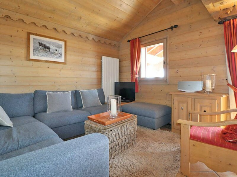 3 PIECES DUPLEX 4 couchages LA ROSIERE, holiday rental in Montvalezan