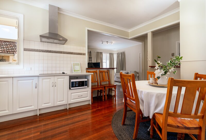 The Cottage - Wave Rock Short Stay, holiday rental in Hyden