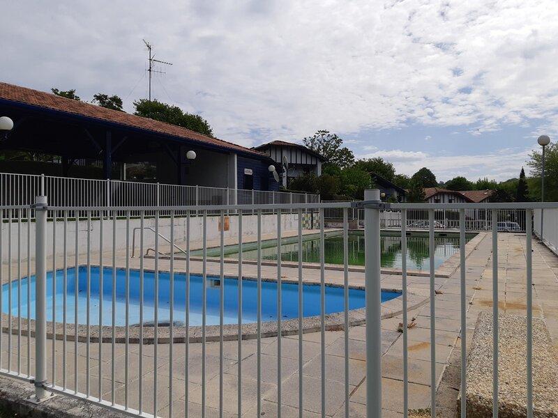 Maisonnette dans résidence avec piscine 7 personnes, holiday rental in Irun