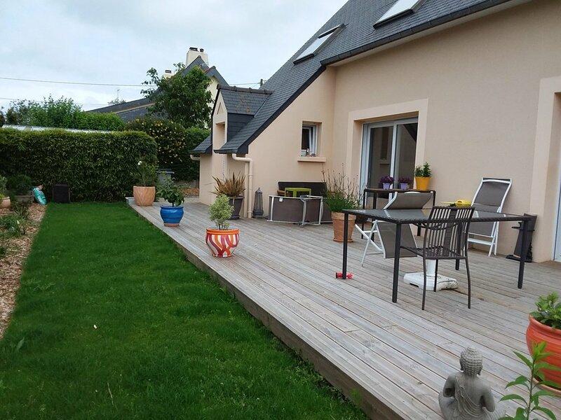 Petite maison indépendante proche de la station balnéaire du Val André, holiday rental in Henansal