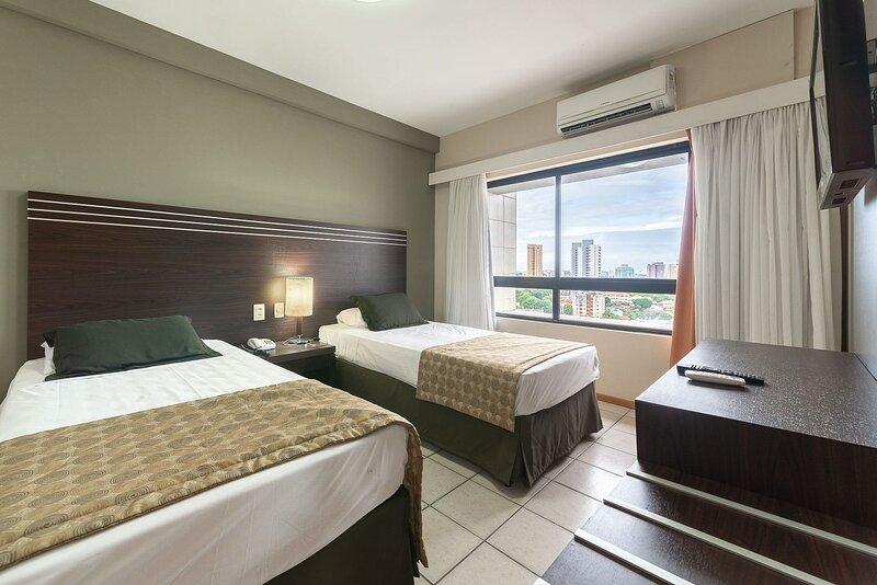 OTH1205 Flat na Ilha do Leite, Recife, um quarto. Fica em um dos mais importante, holiday rental in Olinda