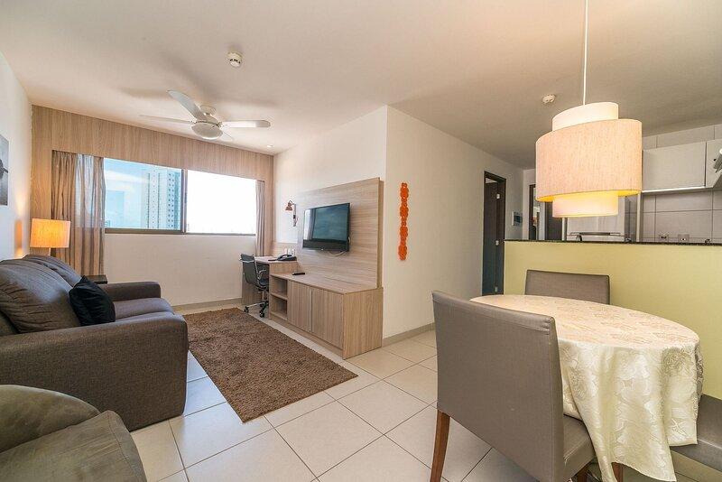 NOB2104 Excelente Flat em Boa Viagem com dois quartos, no Bristol. Ideal para fa, holiday rental in Olinda