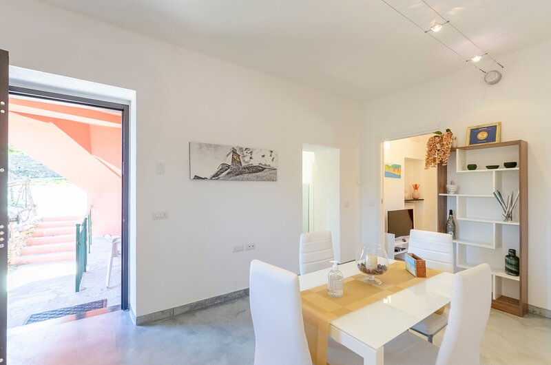 La Casa Rosa, apartment 85 mq 2b/1b with parking and garden, holiday rental in Vescina