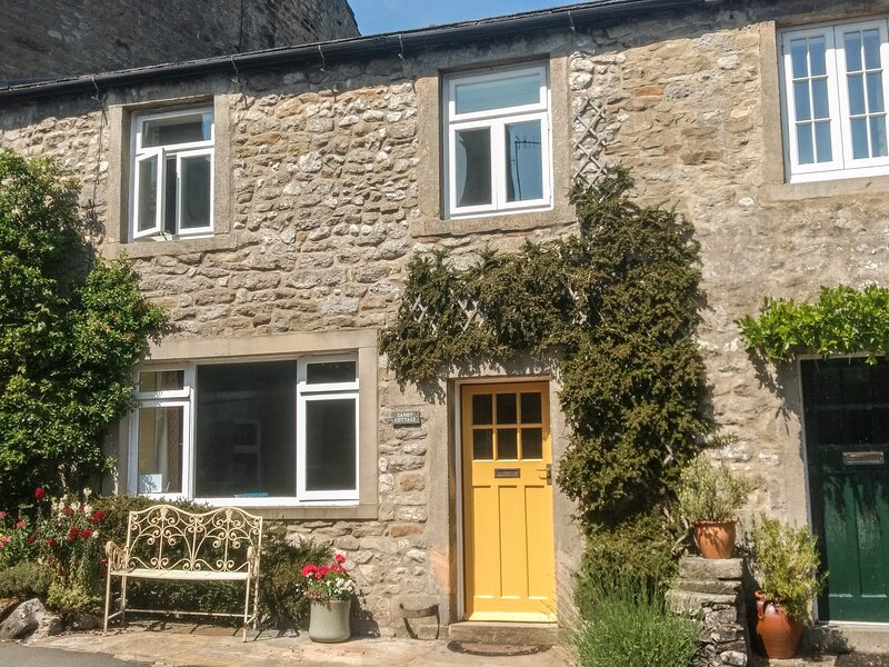 SANDY COTTAGE, pet friendly, luxury holiday cottage, with a garden in Linton, alquiler vacacional en Hetton