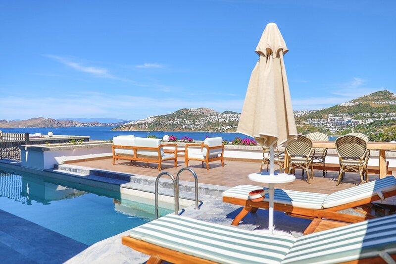 Unique Aegean view and a Holiday Villa where you can watch Bodrum in HD Quality, alquiler de vacaciones en Gumusluk