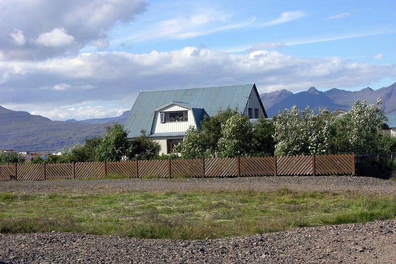 Gamla Hus, A Charming Historic house in Iceland, vacation rental in Djupivogur