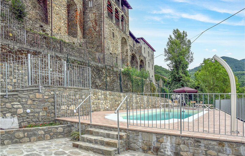 Nice home in Nicciano with Outdoor swimming pool, Heated swimming pool and 5 Bed, holiday rental in Pugliano