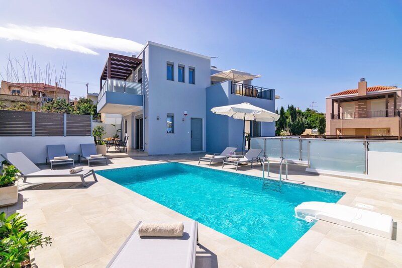 New Modern villa with private pool,Near all amenities, Adele,Rethymno,Crete, holiday rental in Pigi