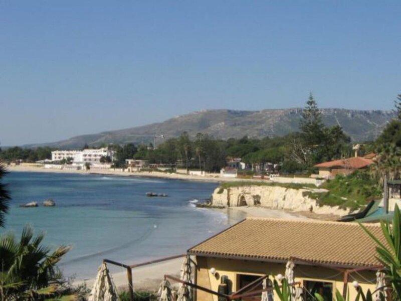 Villa Anzio al mare in relax su due livelli, vacation rental in Cassibile