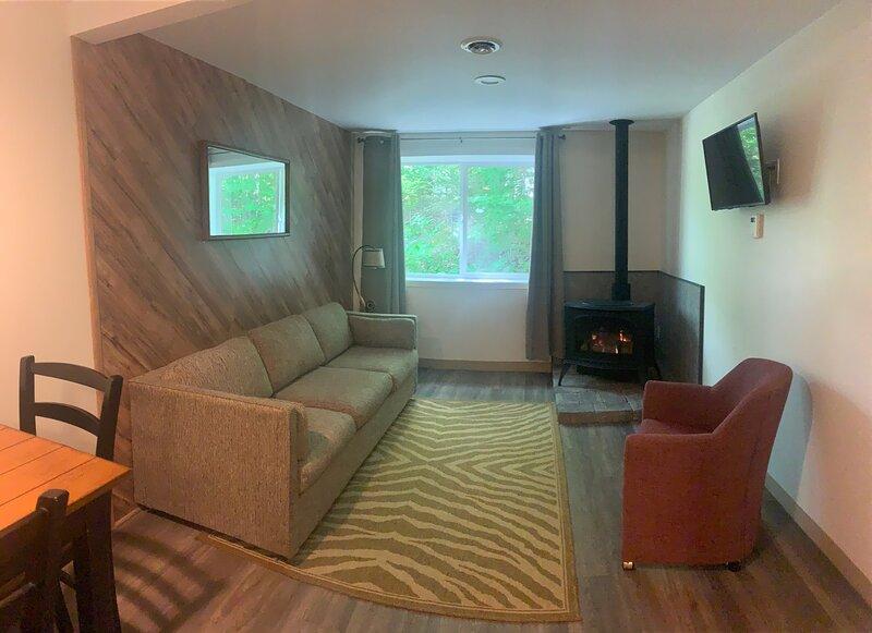 Cabin 2 Killington / Rutland Clean Comfortable 2 Bedroom Cabin, holiday rental in Rutland