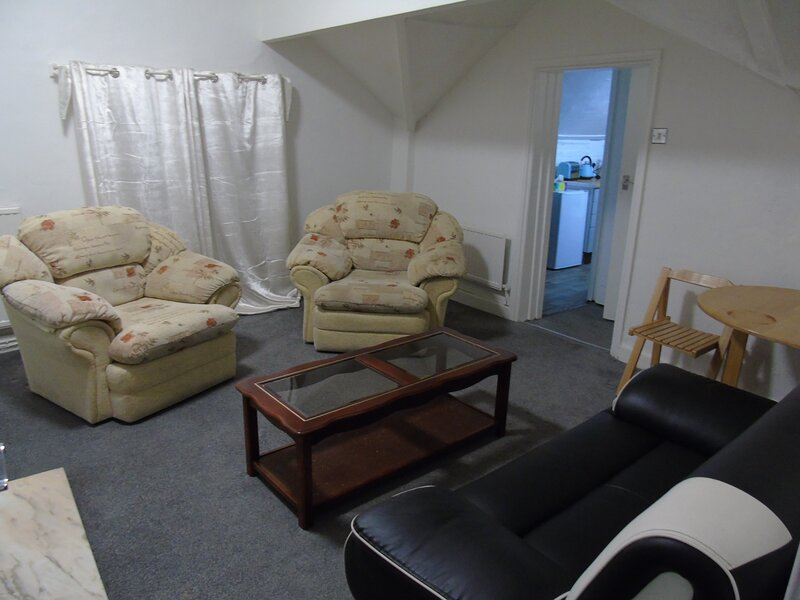 Stunning 2-Bed Apartment in Bolton, Ferienwohnung in Chorley