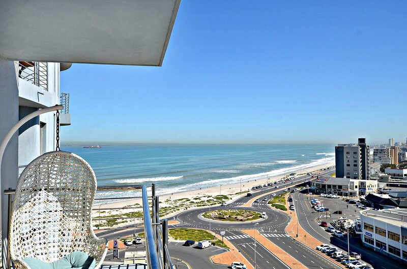 Horizon Bay 705 Blouberg Beachfront Apartment, vacation rental in Table View