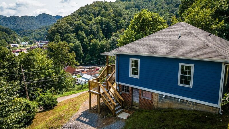 Owl's Nest - Whole House Rental - Sleeps up to 6, holiday rental in Tazewell