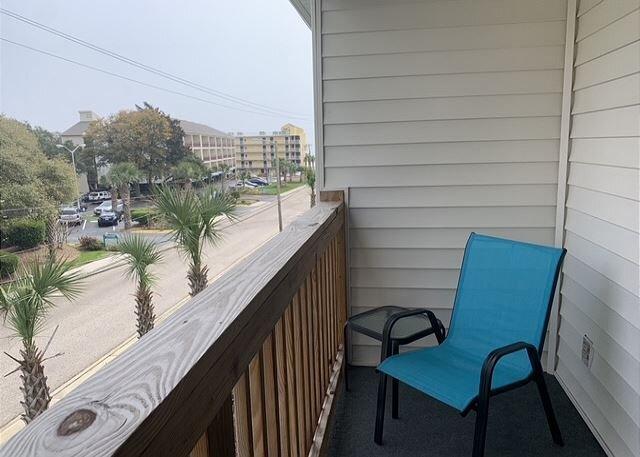 Pet Friendly condo, 500 feet from the beach!  2 BR, 2 Bth sleeps 10!, alquiler de vacaciones en Myrtle Beach
