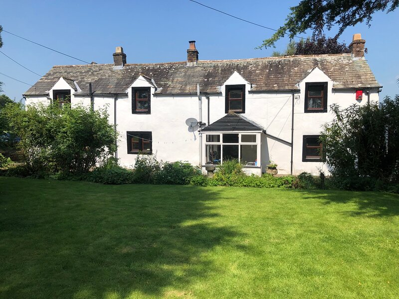TOWNEND. BEAUTIFUL 1750'S LAKELAND FARMHOUSE, holiday rental in Greystoke