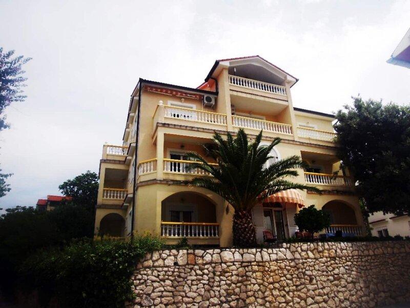 Apartment 599-8 for 2+2 Pers. in Lopar, aluguéis de temporada em Lopar