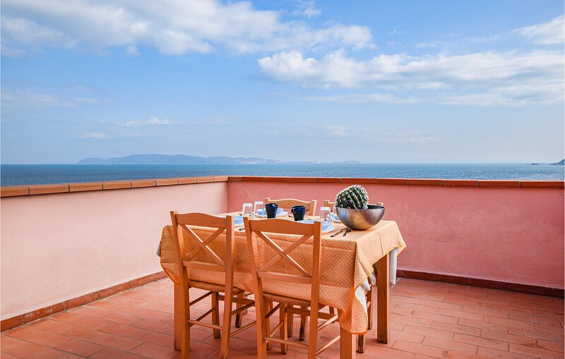 Stunning home in Cavo with WiFi and 2 Bedrooms (ITE153), casa vacanza a Rio Marina