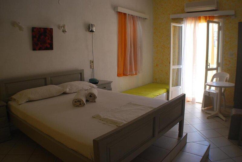 Renia Hotel-apartments-standard studio, holiday rental in Mononaftis