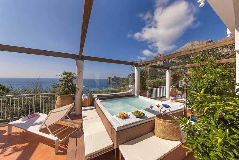 7 luxury bedrooms, coastal front villa, holiday rental in Sirenuse