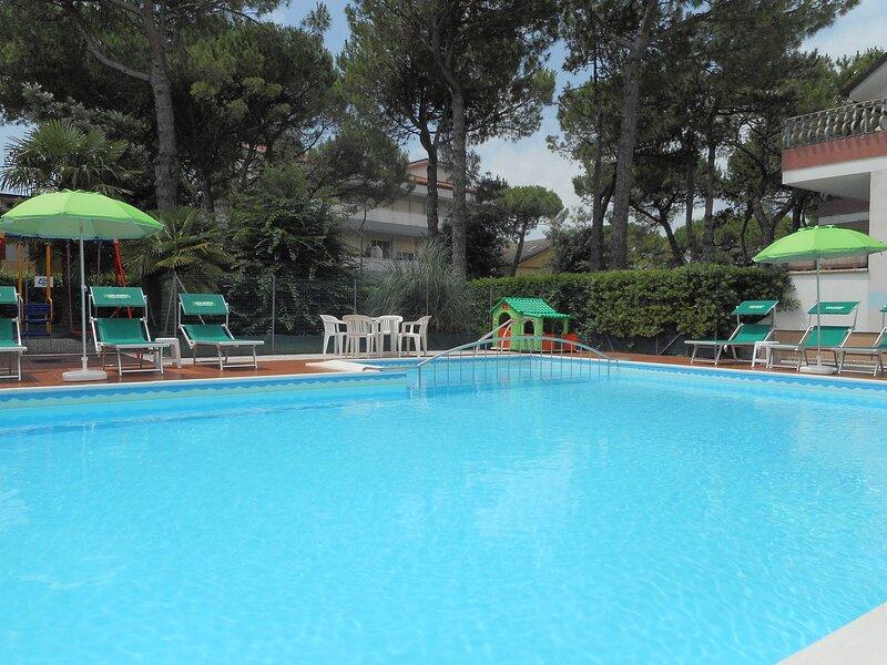 Monolocale 4 posti letto con piscina, holiday rental in Aprilia Marittima