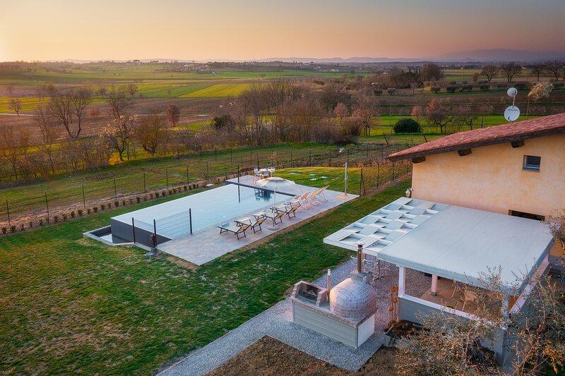Villa Il Forno, private villa near Cortona with 3 bedrooms. A/C, Wi-Fi and pool!, vacation rental in Montecchio della Pozzanghera