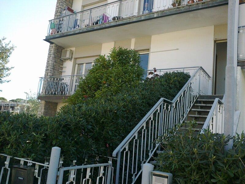 Appartamento disponibile da Giugno a Settembre, holiday rental in Lido Di Camaiore
