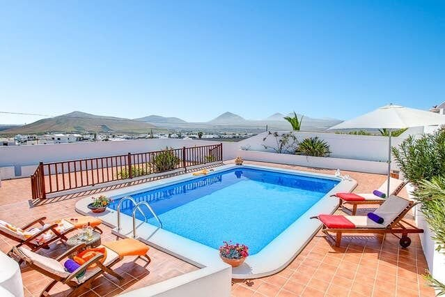 Spacious villa with swimming-pool, holiday rental in Nazaret