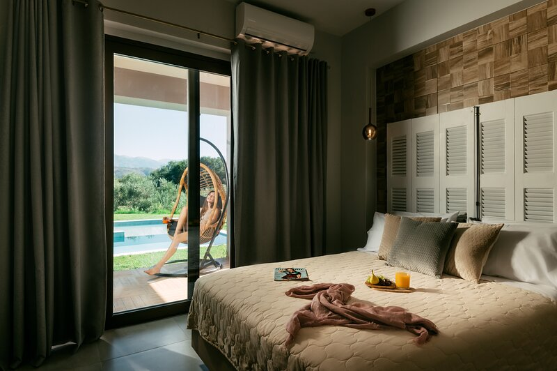 Olvini Villa, 5Bedrooms, Private Swimming Pool, Amazing Views, holiday rental in Galatas