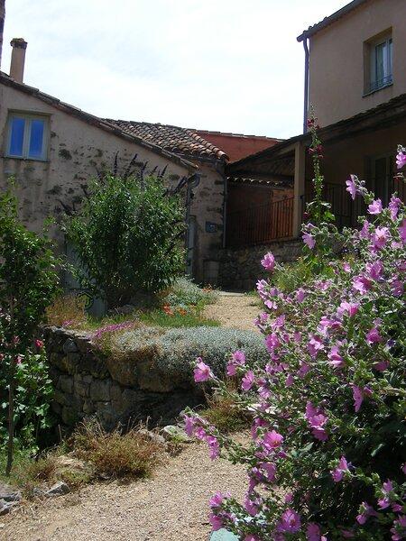 Hameau de Cauduro - La Plume, holiday rental in Saint-Pons-de-Thomieres