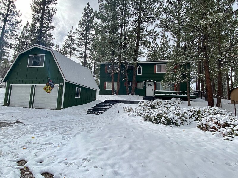 Forest Walk Cabin, alquiler de vacaciones en Big Bear City