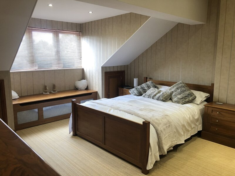 The Gatehouse a luxury 4 bedroomed property in the village of Nyetimber, location de vacances à Aldwick