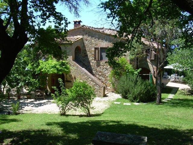 IL CASETTINO - farm house with pool, alquiler vacacional en Radicondoli