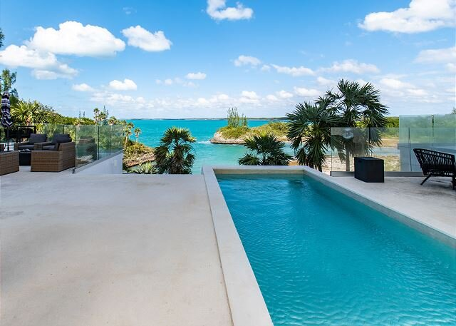 Spectacular Beachfront Estate on Calm Caribbean Cove; Private Beach, Htd.Pool, aluguéis de temporada em South Palmetto Point