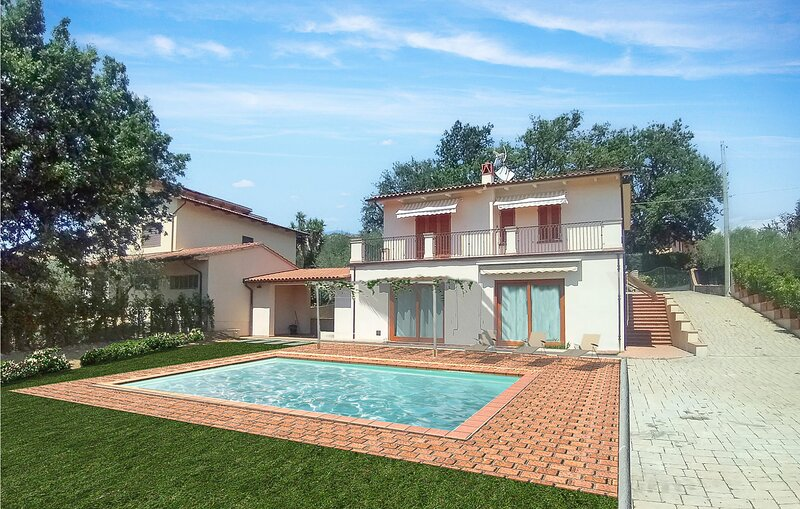 Stunning home in Montecarlo with Outdoor swimming pool, WiFi and 3 Bedrooms (ITL, holiday rental in Luciani