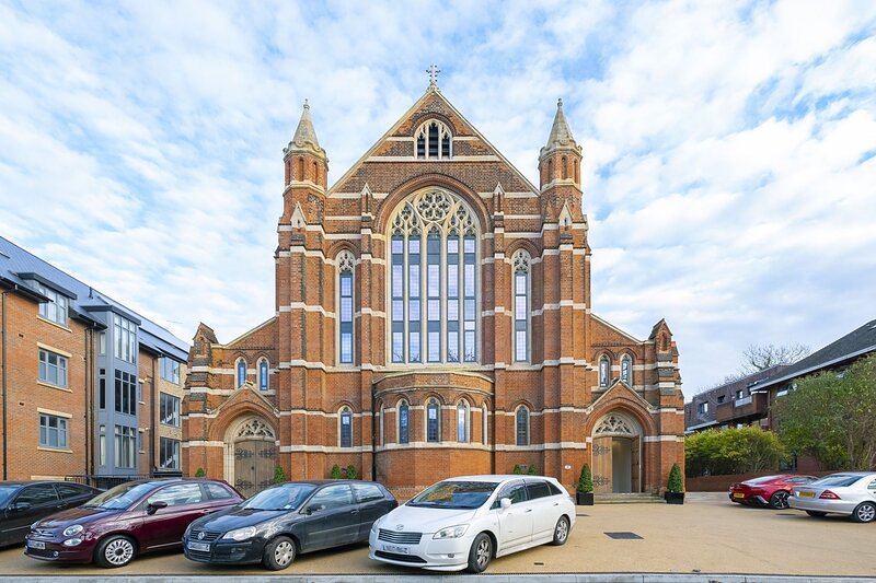 Romantic apartment in Grade II listed church, North London, holiday rental in Colney Hatch