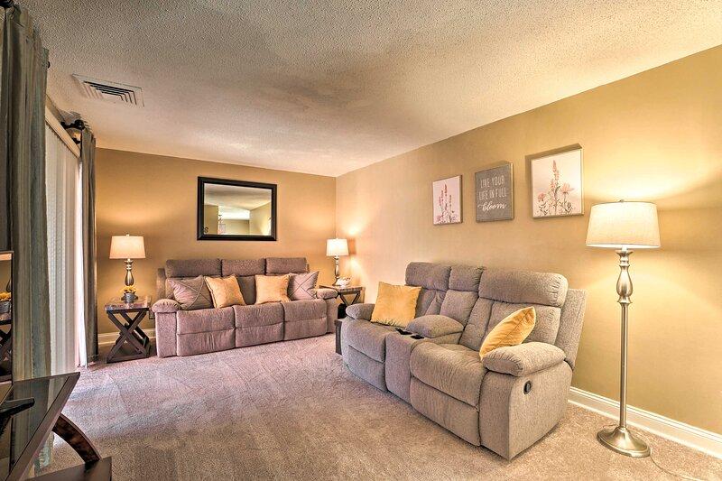 Living Room   1st Floor   Sleeper Sofa   Step-Free Access
