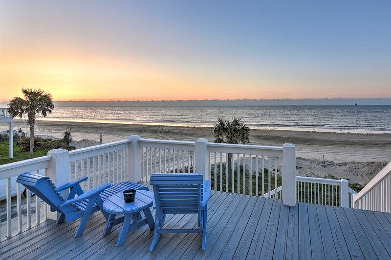 Crystal Beach Vacation Rental   4BR   4BA   2,600 Sq Ft   Stairs Required
