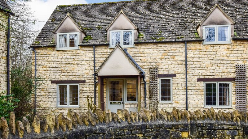 Queen Mary Cottage at Sudeley Castle - A delightful pet-friendly cottage, part o, vacation rental in Winchcombe