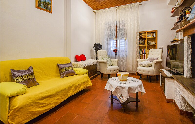 Stunning apartment in Roccastrada with WiFi and 2 Bedrooms (ITG331), alquiler vacacional en Torniella