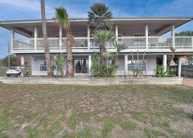 Pet Friendly Property! Just Minutes From The Beach!, holiday rental in Port Aransas