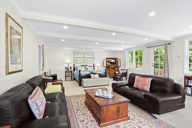 La Maison Bleue Leura - huge independent flat within house, holiday rental in Blue Mountains