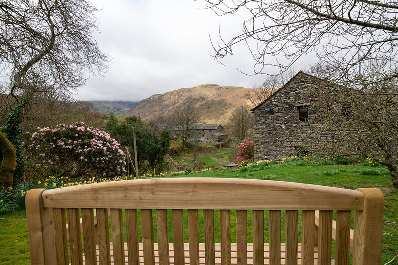High Beckside - 4-Bedroom Lakeland cottage with an open fire and superb views., vacation rental in Patterdale
