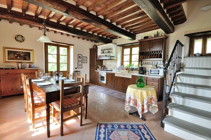 The Villa: kitchen and dining room