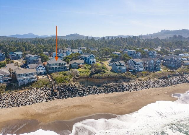 Huge Oceanfront Estate | Bella Beach | Private Hot Tub & 2 Full Kitchens, alquiler vacacional en Depoe Bay