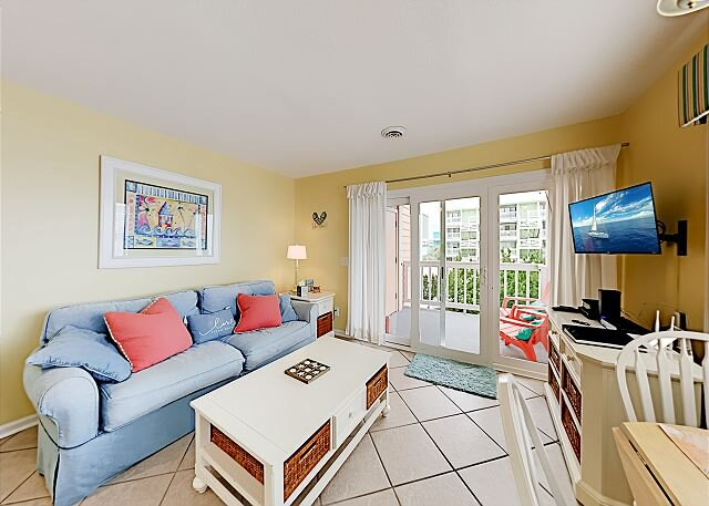 Cozy Carolina Condo   2 Private Balconies & Pool   200 Feet to Beach – semesterbostad i Myrtle Grove