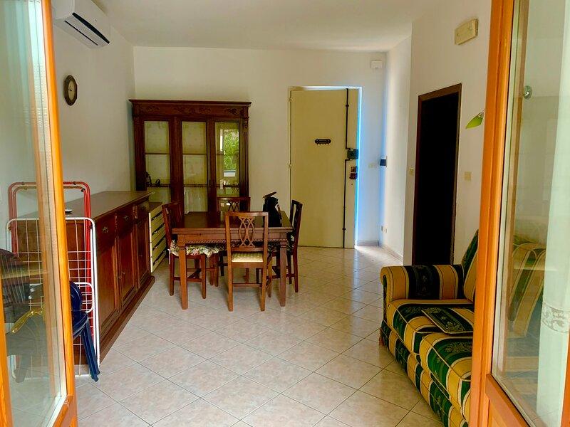 Appartamento a Giulianova 40mt dal mare 2 camere, holiday rental in Giulianova