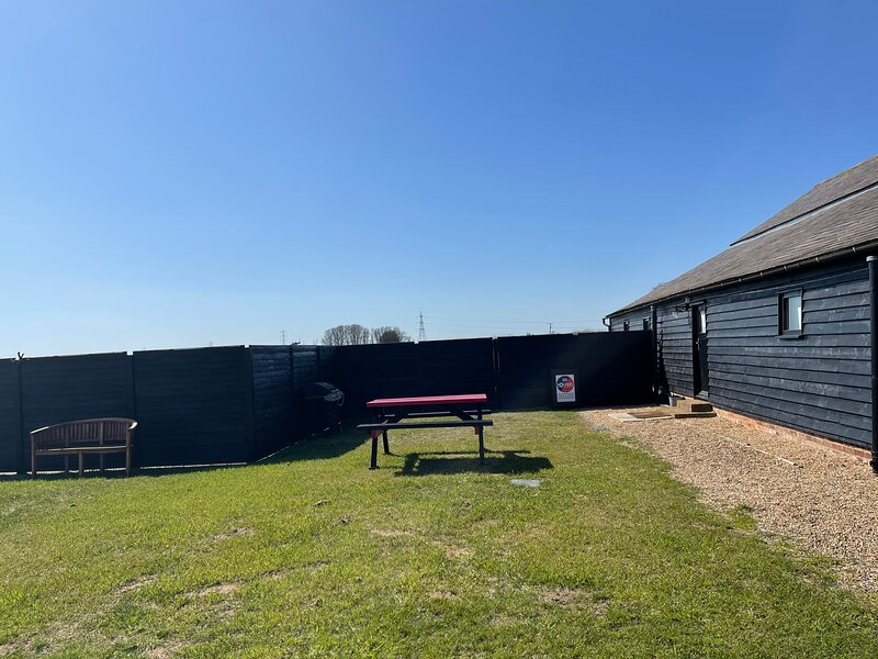 THE COW SHED 2-Bed Apartment in Bradwell on Sea, holiday rental in West Mersea
