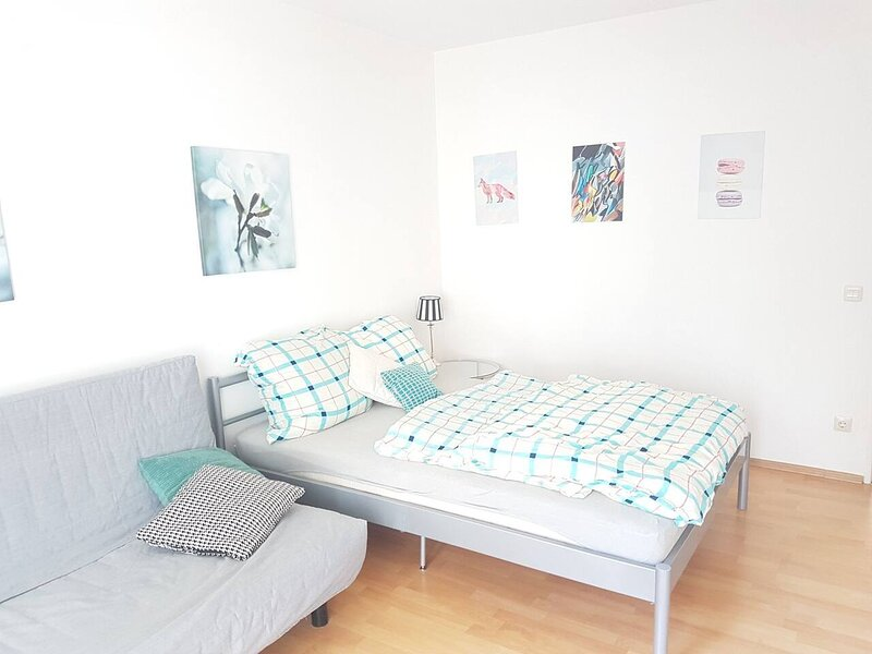 Stunning Apartment in Nürnberg nearby castle, holiday rental in Fuerth